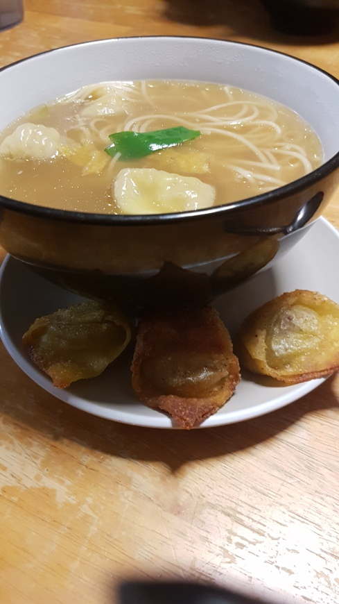 wonton-soup-with-cooked-wontons